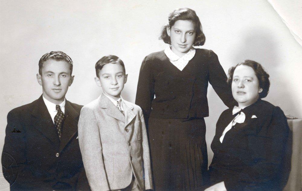 14-ročná Hanka Dubová s rodinou pred odchodom do Dánska.
