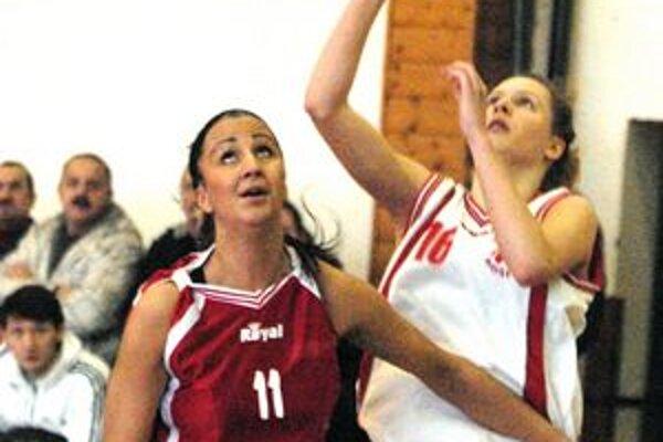 Zranená opora. Viktória Glovová (vľavo) prispela k postupu, ale neskôr sa v juniorskom zápase zranila.