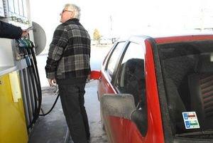 Drahý benzín. Motoristi nadávajú, niektorí volia plyn.