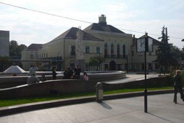 Súčasné moderné mesto Michalovce. V roku 1923 po strate centra župy získalo gymnázium.