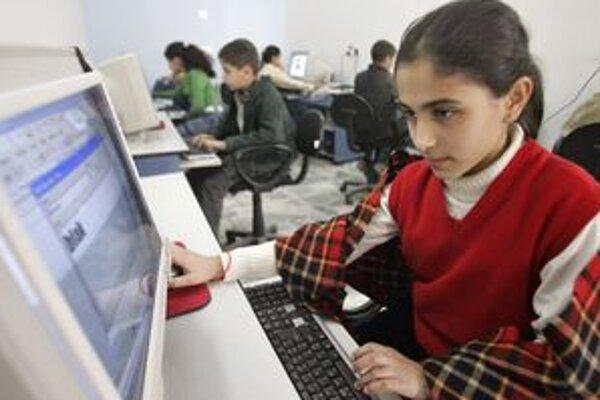 Nie je to vždy zábava. Deti by mali vedieť, že na internete na ne môžu číhať aj rôzne nebezpečenstvá.