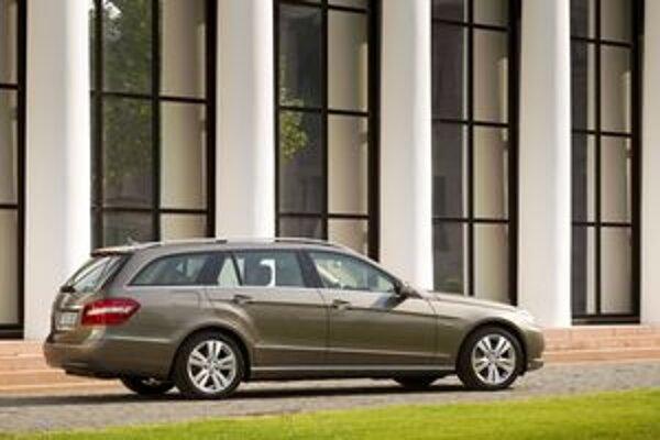 Mercedes-Benz E kombi. Úpravami pohonných jednotiek sa dosiahlo zníženie spotreby všetkých modelov triedy E.