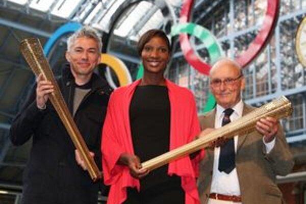 Pochodeň pre londýnsku olympiádu. S olympijským ohňom bude putovať temer 13 000 kilometrov po Spojenom kráľovstve.