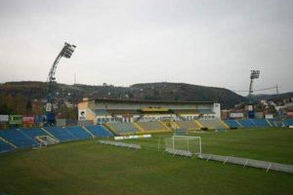 Štadión v Čermeli. Zatiaľ na ňom kamerový systém chýba.