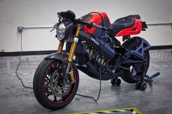 Elektromotocykel Brammo Empulse. Je to prvý elektromotocykel, poháňaný elektromotorom s vodným chladením.
