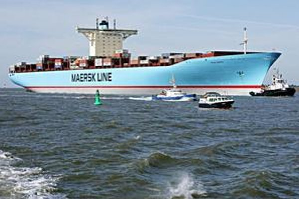 Obr. Emma Maersk. Kontajnerová loď Emma Maersk. Loď Emma Maersk je jednou z ôsmich lodí triedy E, ich kapacita je 14 770 štandardných kontajnerov.