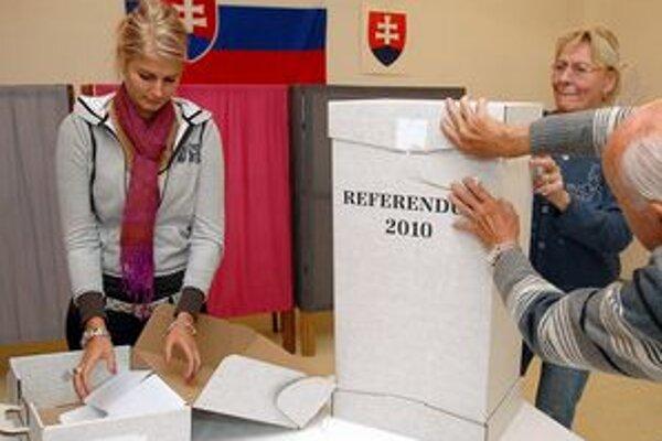 Hlasy sú zrátané, referendum so šiestimi otázkami je neplatné. Zo štátneho rozpočtu odčerpalo okolo sedem miliónov eur.