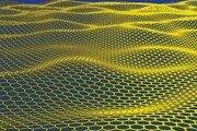Schematický obrázok  grafénu. Grafén má vynikajúce elektrické, tepelné a mechanické vlastnosti.