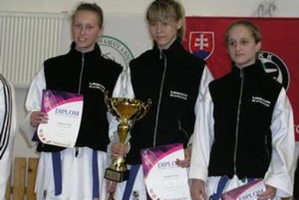 Košické talenty. Zľava Kornélia Linkeschová, Zuzana Schwartzová a Daniela Závatzká (majsterka sveta z Portugalska).