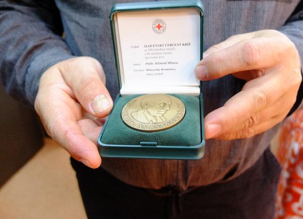 Kňazovického medaila za sto odberov.