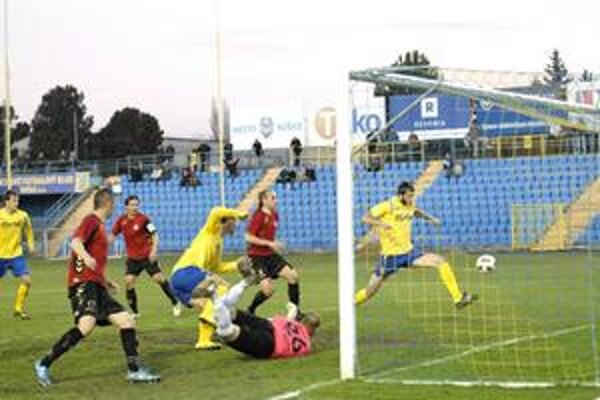 Ujali sa vedenia. Takto padol prvý gól Košičanov proti Senici, ktorého autorom bol Djokovič.
