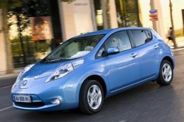 Elektromobil Nissan Leaf. Leaf bol zvolený za Automobil roka 2011.