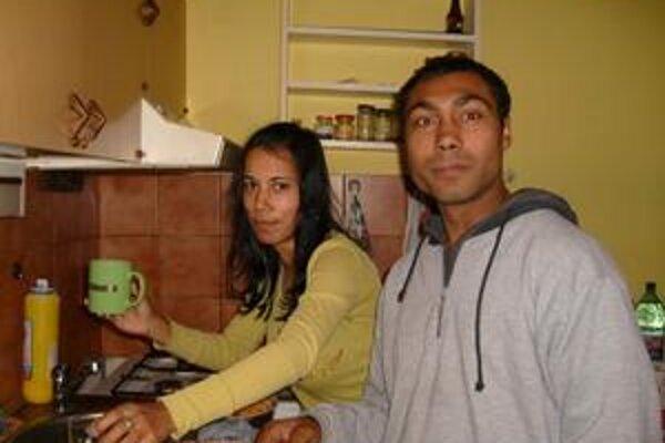 Miro a Martina pripravili prvé spločné jedlo a pohostenie pre priateľov.