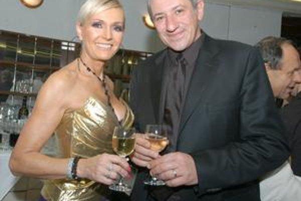 Má dôvod na úsmev. Helena si s manželom priťukne na úspešný minulý i budúci rok.