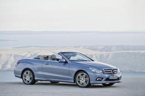 Kabriolet Mercedes-Benz triedy E. Kabriolet triedy E je náhradou za doterajší model CLK.
