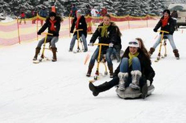 Missky si za veľkého záujmu lyžiarov v Jasnej vyskúšali aj zimné športy.
