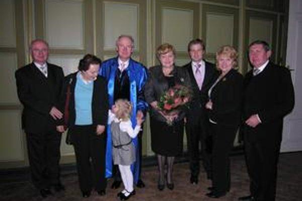 Brezovci. Rodina, vrátane vnučky, ho prišla do Prešova podporiť.
