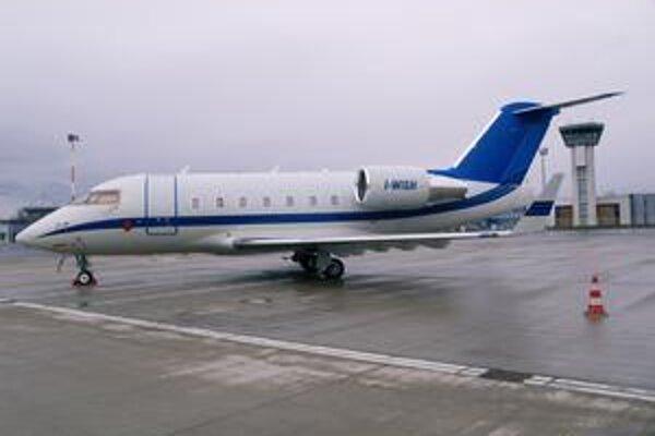 Bizjet Canadair Challenger 604. Týmto lietadlom, patriacim talianskej spoločnosti Air Four, priletel do Košíc Eros Ramazzotti.