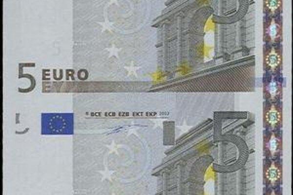 Nerozrezané dvojice bankoviek.
