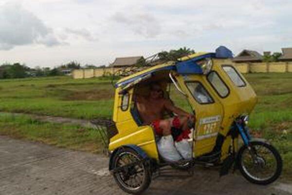 Takto sa Miroslav Hríbik viezol v miestnom taxíku.