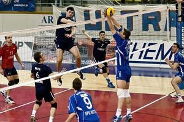 Smoliar Vladimír Kríž (č. 3) prvé semifinále nedohral.