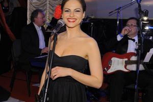 Karolína v Let´s Dance. Toto je azda najkrajšia slovenská vokalistka.