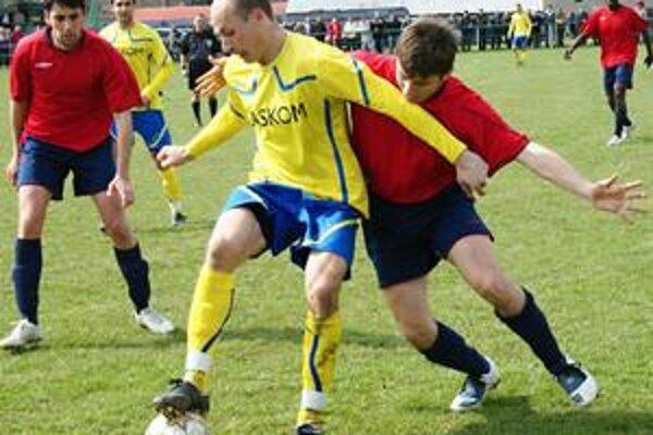 Presadil sa. Strelec jediného gólu zápasu Marek Seman (s loptou).