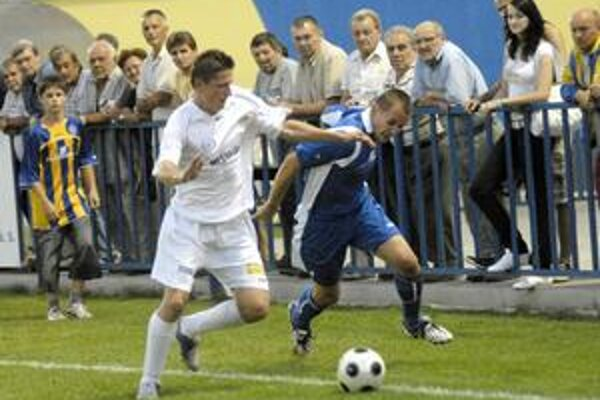 Romanovi Jurkovi (vpravo) a jeho spoluhráčom nepomohla k víťazstvu ani priamočiarosť.