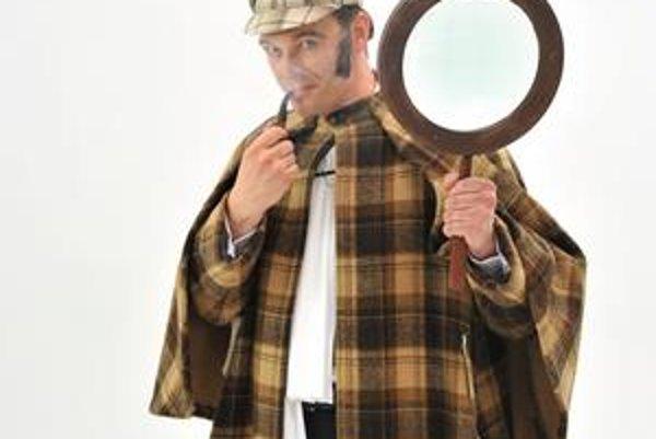 Hľadá sa naj kniha. Možno vyhrá aj Sherlock Holmes, ktorého kostým si Martin vyskúšal.
