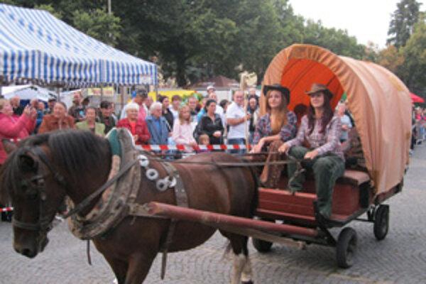 Súčasťou sprievodu Pálfyho Laura bol aj dostavník.