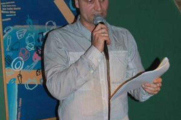 Na čítačke. Pavel Baričák nemá problém priamo komunikovať s čitateľmi.