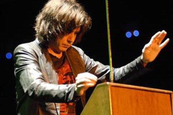 Multiinštrumentalista Jean M. Jarre ovláda niekoľko nástrojov a tiež najmodernejšiu techniku.