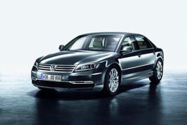Modernizovaný Volkswagen Phaeton. Phaeton má úplne novú prednú časť, ktorej dominujú horizontálne línie.