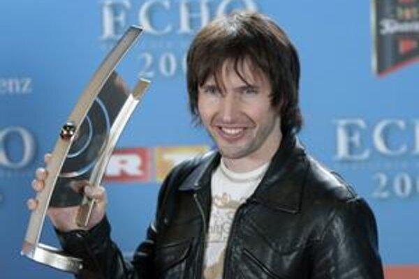 Charizmatický britský spevák, ktorý očarúva sladkými textami svojich piesní najmä ženy.