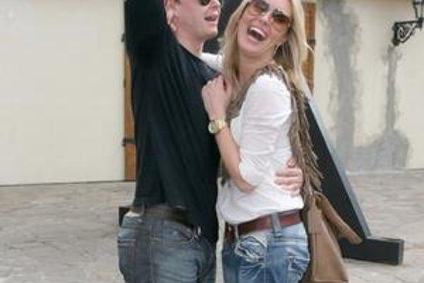 Modelka Simona Krainová sa až teraz dozvedá, že jej mladší priateľ - hokejista Jiří Hudler mal mileniek kopu.