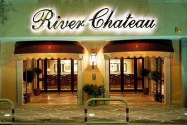 River Chateau. V tomto hoteli budú ubytovaní hráči MFK Košice.