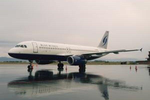 Airbus A320 spoločnosti Blue Wings. Nemecká spoločnosť Blue Wings má desať airbusov a objednala si ďalších dvadsať.