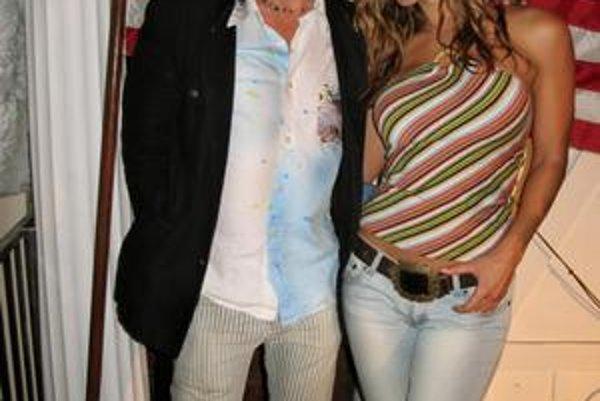 Na turné v USA. Peter sa tam stretol aj s bývalou fitneskou Timeou Majorovou, ktorá hrala v klipe Svet je krásny zadok.