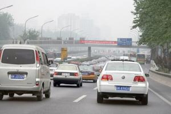 Doprava v Číne hustne. Čína sa stáva svetovou jednotkou v predaji automobilov.
