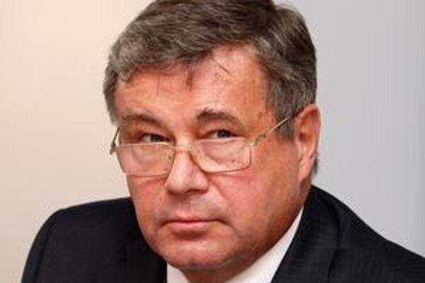 Ján Mikolaj. Univerzitní profesori mu musia predložiť maturitné vysvedčenia.