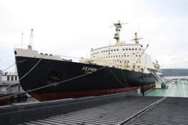Atómový ľadoborec Lenin. Bola to prvá civilná loď s jadrovým pohonom.