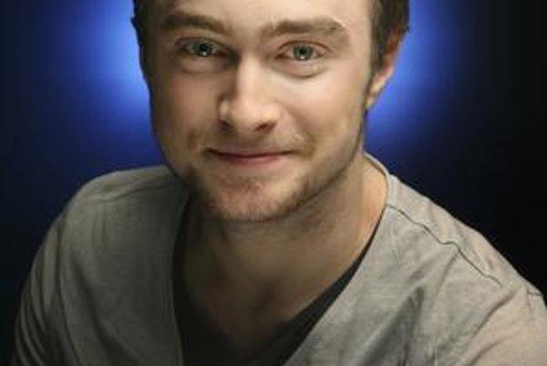 Daniel Radcliffe - Zdá sa, že čarodejnícky herec nejde príliš príkladom svojim fanúšikom. Mladý predstaviteľ Harryho Pottera si čakanie medzi jednotlivými filmovými zábermi vraj kráti neustálym fajčením