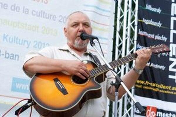 Jan Kryl bude v rámci osláv 20. výročia Nežnej revolúcie v pondelok spievať v Košiciach.