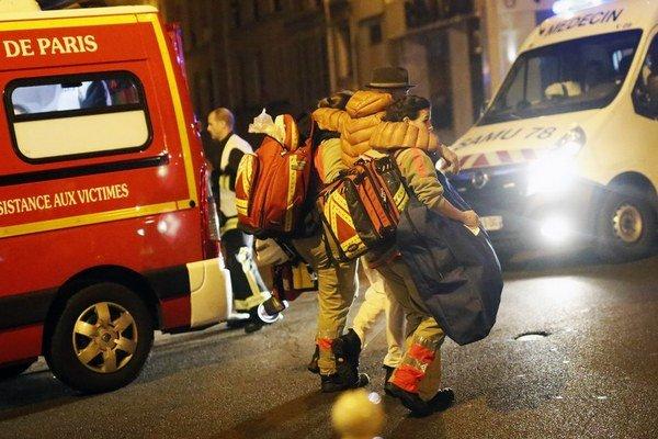 Pri najkrvavejšom útoku v Európe od roku 2004 zahynulo v Paríži takmer 120 osôb.