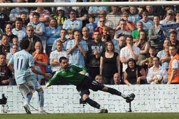 Elano z tímu Manchester City takto rozvlnil sieť z jedenástky v zápase s West Bromwich.
