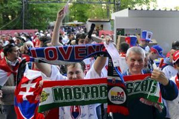 Našli sa takí aj onakí. Kým niektorí fanúšikovia Slovenska a Maďarska vedeli nájsť spoločnú reč, iní preniesli do športu aj nevraživosť.
