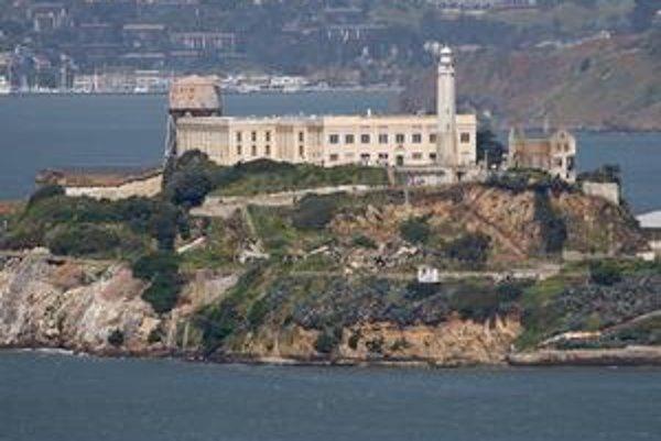 Pohľad na ostrov Alcatraz. Na ostrove je najstarší maják na západnom pobreží USA