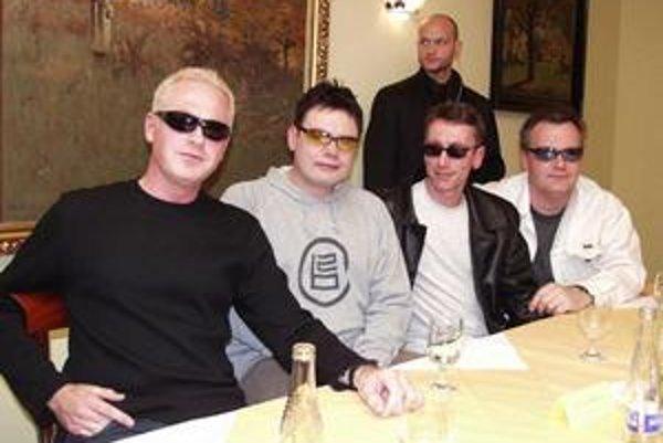 Legendárny Alphaville takto pred rokmi zapózovali slovenským novinárom.