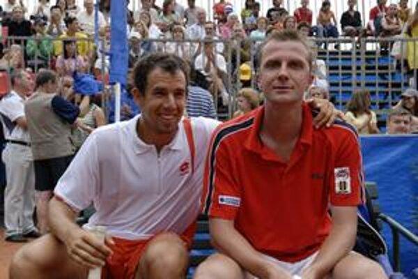 V Košiciach. Slovenskí tenisti D. Hrbatý (vľavo) a K. Kučera sa tentoraz nestretnú v exhibícii.