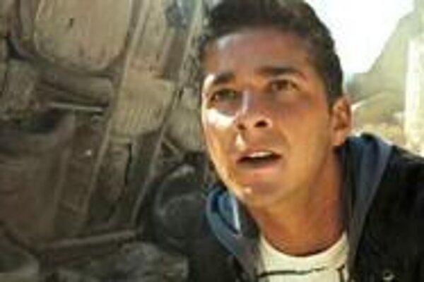 Sam Witwicky. Dostane sa až do Egypta.